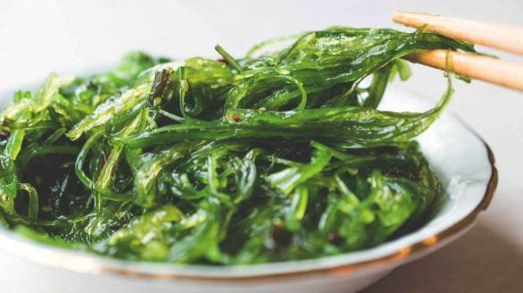 wakame-seaweed-in-bowl-1296x728